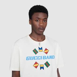 "Gucci Silver ""V"" letter necklace"