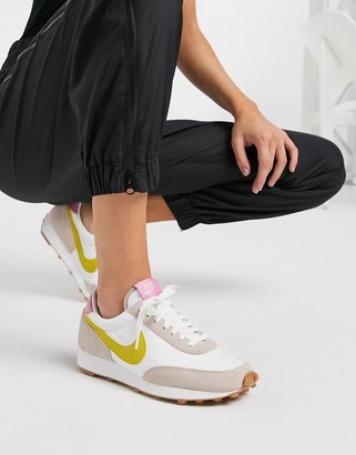 Nike Daybreak cream Gum Sole sneakers