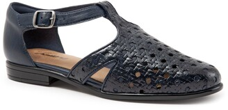 Trotters Leatha Open Weave Skimmer Flat