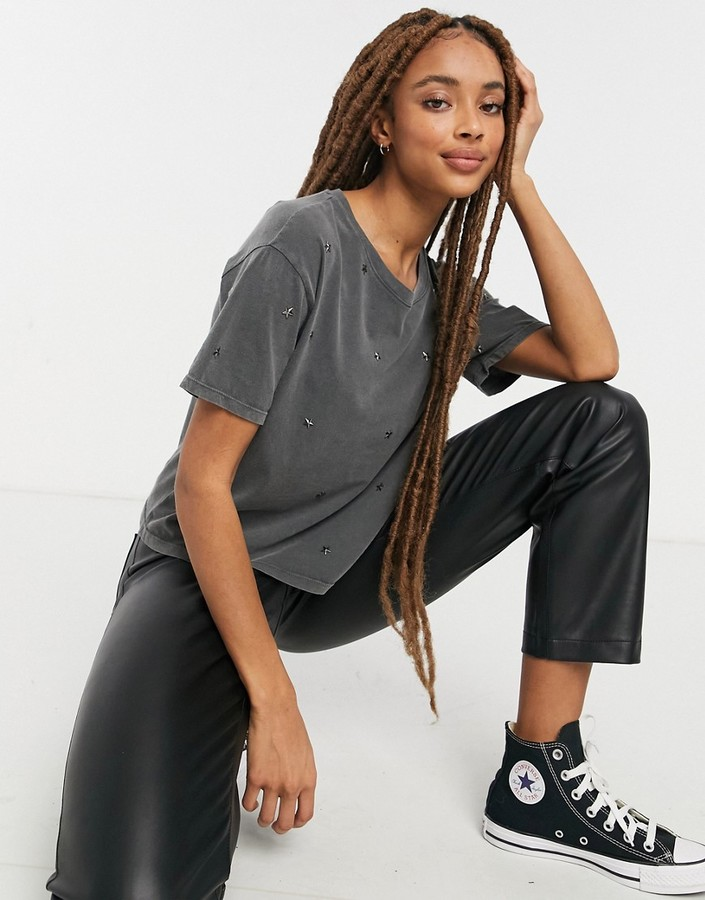 Thumbnail for your product : New Look acid wash star boxy t-shirt in charcoal