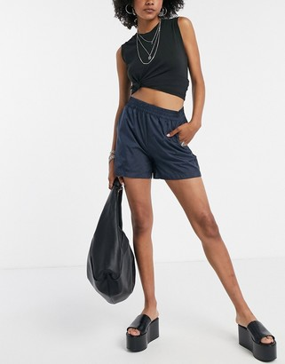 Vila runner shorts in navy