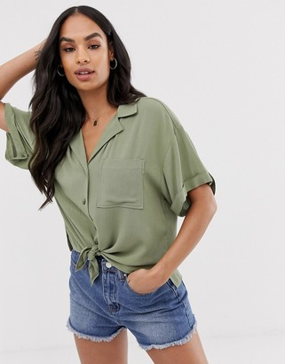 Asos Design DESIGN short sleeve crinkle shirt with tie front-Green