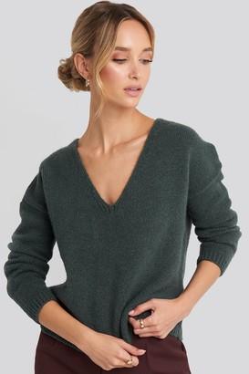NA-KD V-Neck Drop Shoulder Sweater Green