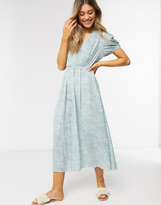 Qed London shirred front midi dress in mint ditsy floral