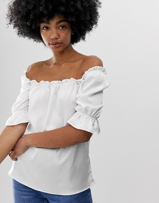 Glamorous blouse with puff sleeves