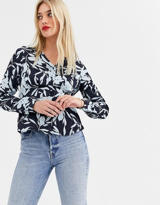 Vero Moda floral fitted blouse-Navy