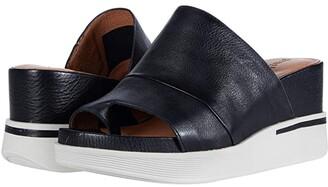 Gentle Souls by Kenneth Cole Gisele 65 Sporty Slide (Black Leather) Women's Shoes