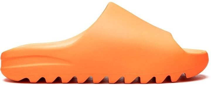 "YEEZY slides ""Enflame Orange"""