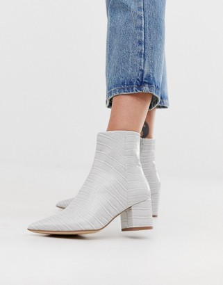New Look pointed block heeled boots in mid grey croc