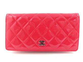 Chanel Timeless/Classique Pink Patent leather Wallets