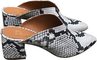 Portamento - Zion Snake Pointed Toe Chunky Heel - 36 - Black/White