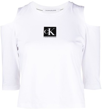 Calvin Klein Jeans off-shoulder box logo T-shirt