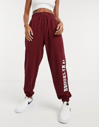 Bershka brooklyn ny jogger in burgundy