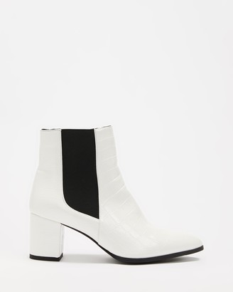 Dazie - Women's White Chelsea Boots - Lachlan Ankle Boots - Size 5 at The Iconic