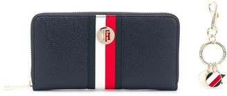 Tommy Hilfiger purse and keychain gift set