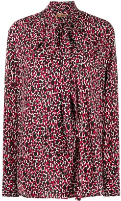 No.21 Abstract-Print Pussy-Bow Blouse