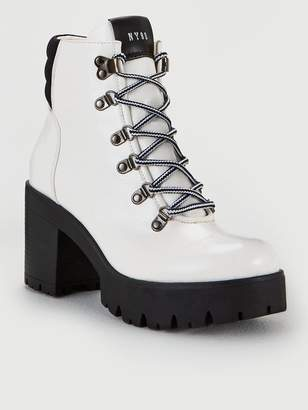 Steve Madden Hallow Ankle Boots - White