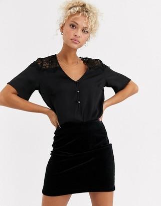 Pieces lace t-shirt-Black