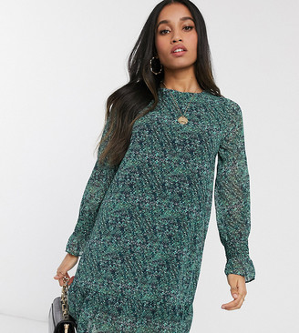 Vero Moda Petite shift dress with drop hem in green ditsy floral