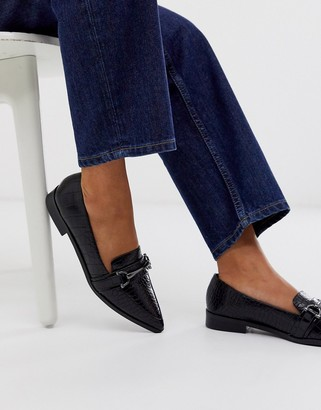 Asos Design DESIGN Master snaffle pointed flat shoes in black