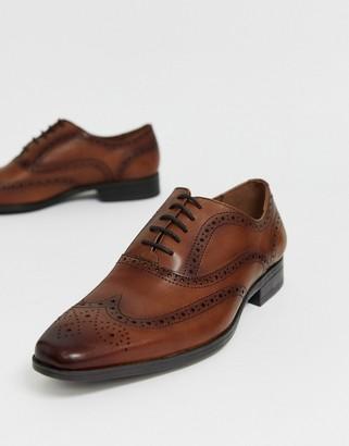 Office macro brogue in tan leather