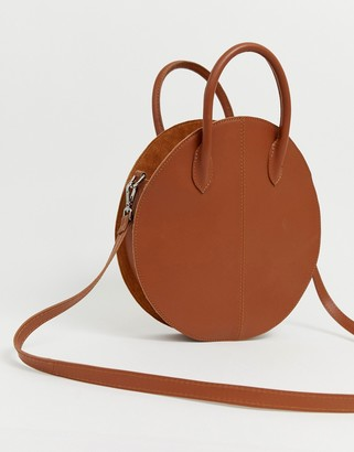 Asos Design DESIGN leather structured circle shopper bag-Tan