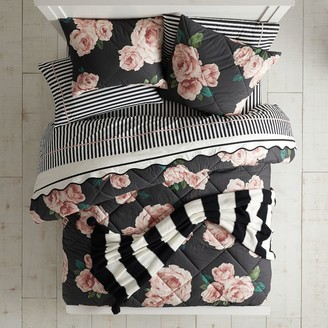 Pottery Barn Teen The Emily & Meritt Bed of Roses Quilt - Get The Look