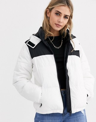 New Look colourblock puffer in white pattern