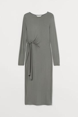 H&M MAMA Tie-detail jersey dress - Green