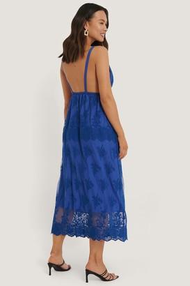 NA-KD Open Back Flower Lace Dress