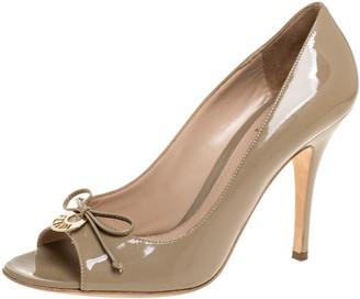 Fendi Beige Patent Leather Logo Plate Bow Peep Toe Pumps Size 38