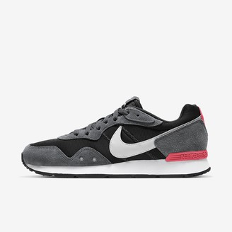 Nike Men's Shoe Venture Runner