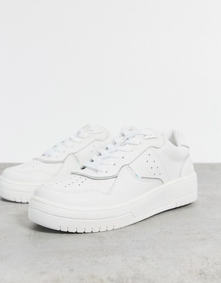 Stradivarius sneakers with trim in white