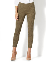 New York & Co. 7th Avenue Pant - Legging - Pull-On Ankle - Camouflage Print