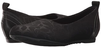 Munro American Iriana (Black Stretch Floral) Women's Flat Shoes