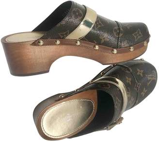 Louis Vuitton \N Brown Cloth Mules & Clogs