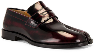 Maison Margiela Tabi Advocate Loafer in Cremisi Red | FWRD