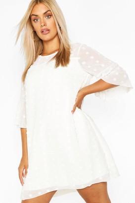 boohoo Plus Dobby Chiffon Oversized Shift Dress