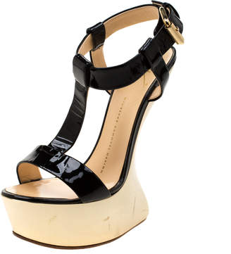 Giuseppe Zanotti Black/Gold Patent Leather Sculpted T-Strap Wedge Sandals Size 37