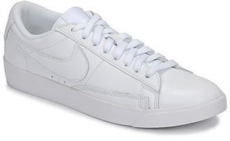 Nike BLAZER LOW LEATHER W women's Shoes (Trainers) in White