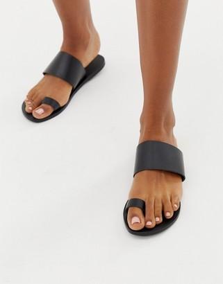 Asos Design DESIGN Faro leather toe loop flat sandals-Black