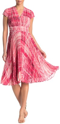 Maggy London Printed Pleated Dress