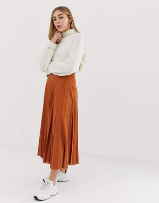 Asos Design DESIGN pleated midi skirt with deep bask and split-Brown