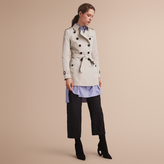 Burberry The Chelsea - Short Heritage Trench Coat , Size: 08, Beige