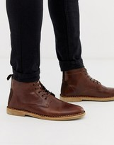 Asos Design DESIGN desert chukka boots in tan leather with suede detail