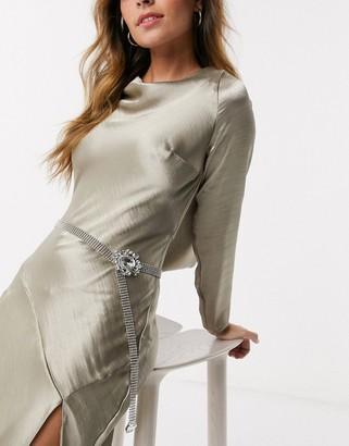 True Decadence crystal buckle belt in silver mesh