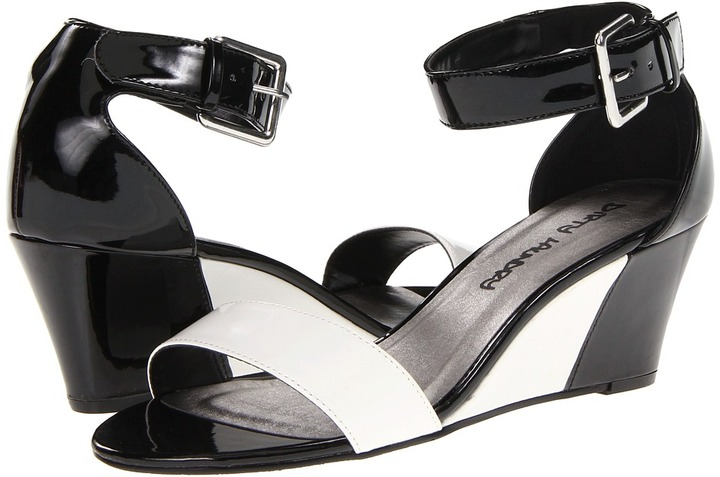 Chinese Laundry Total Thrill (Black/White) - Footwear