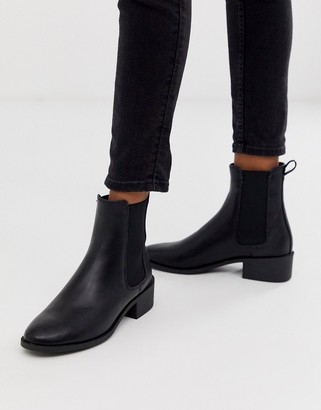 New Look flat chelsea boots in black