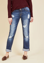 Easygoing Expression Jeans in Distressed Dark Wash in 25