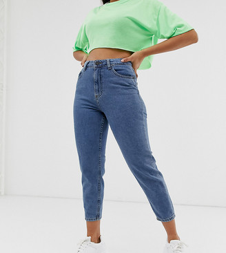 Noisy May petite ankle grazer mom jean with contrast stitch